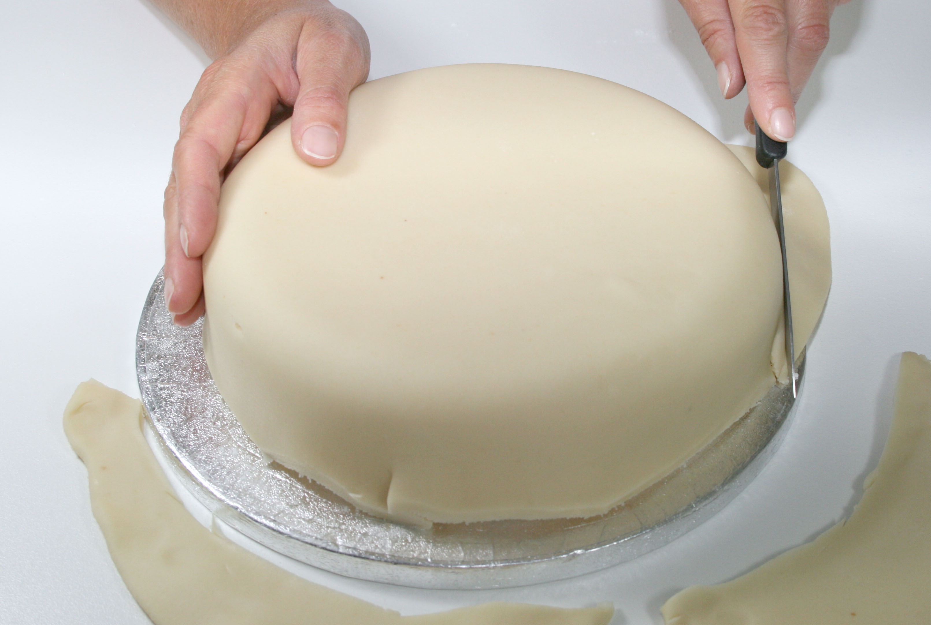 https://caroldeaconcakes.com/tutorials/marzipanning-a-fruit-cake-for-royal-icing/