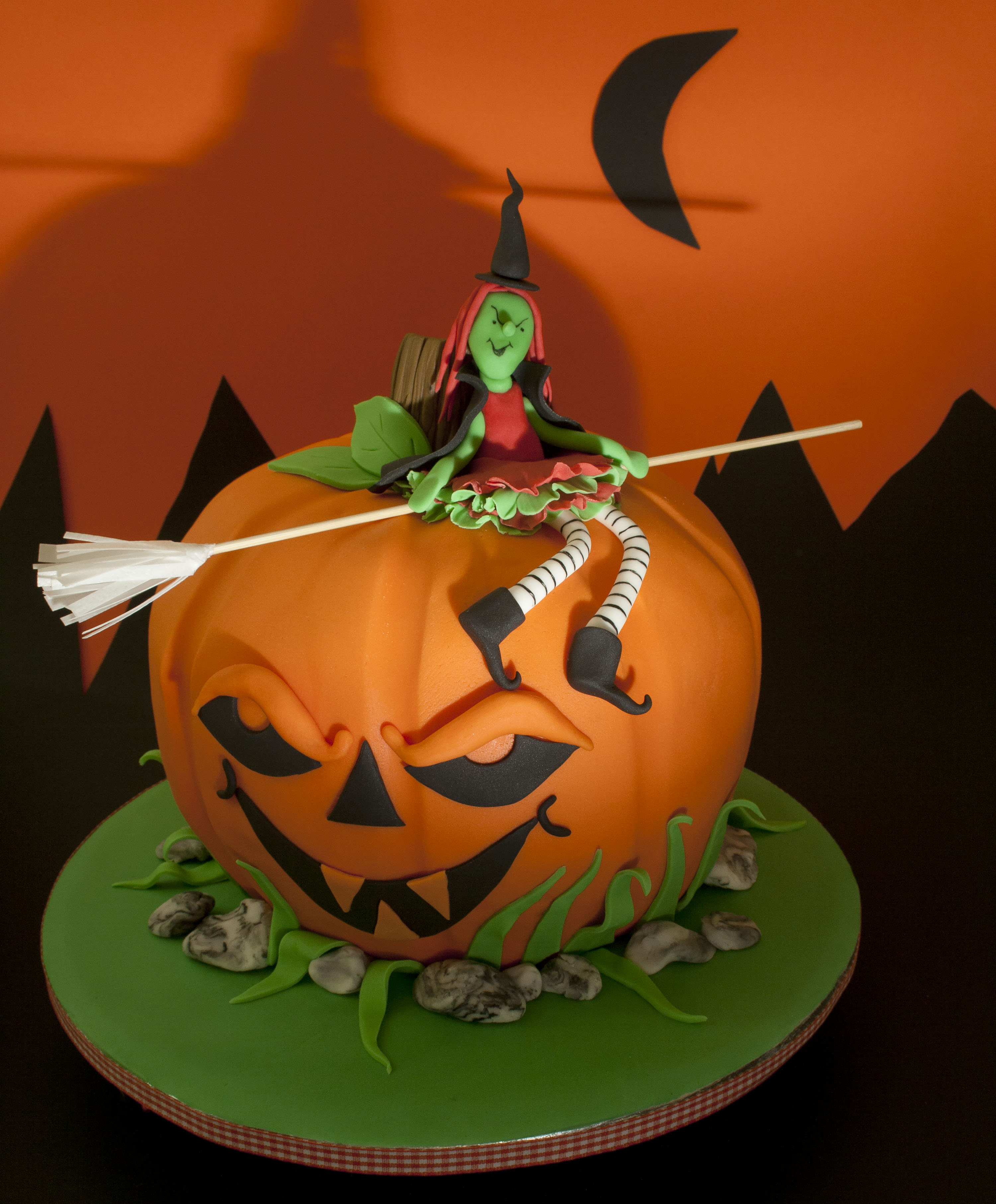 https://caroldeaconcakes.com/tutorials/halloween-witch-cake/