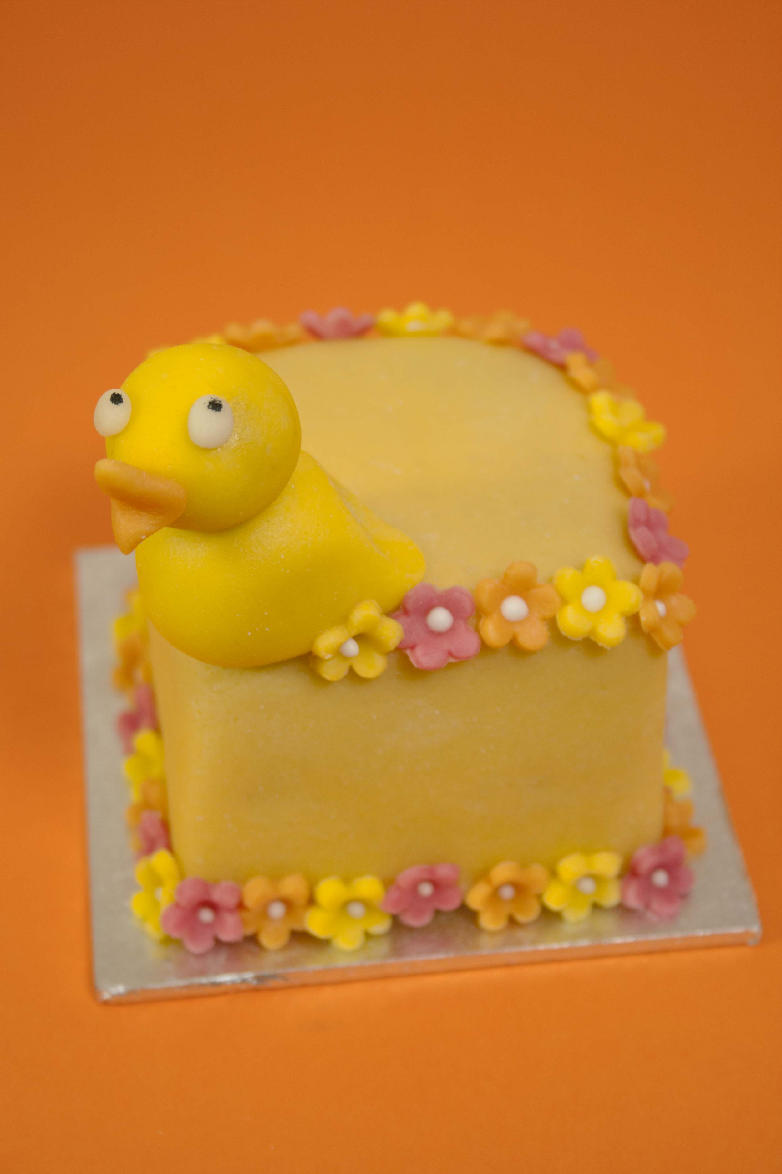 https://caroldeaconcakes.com/tutorials/mini-easter-fruitcakes/
