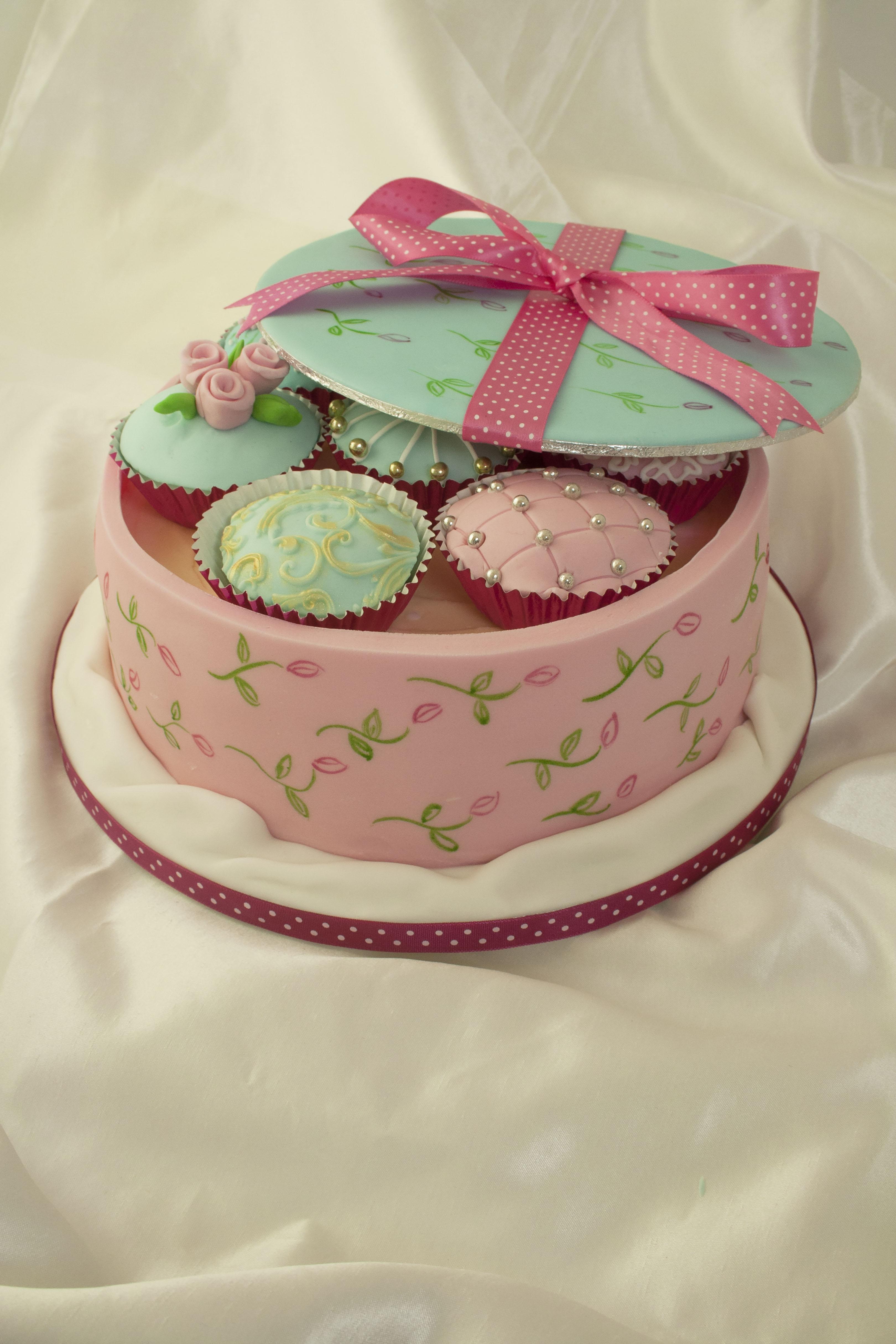 https://caroldeaconcakes.com/vintage-cake-box/