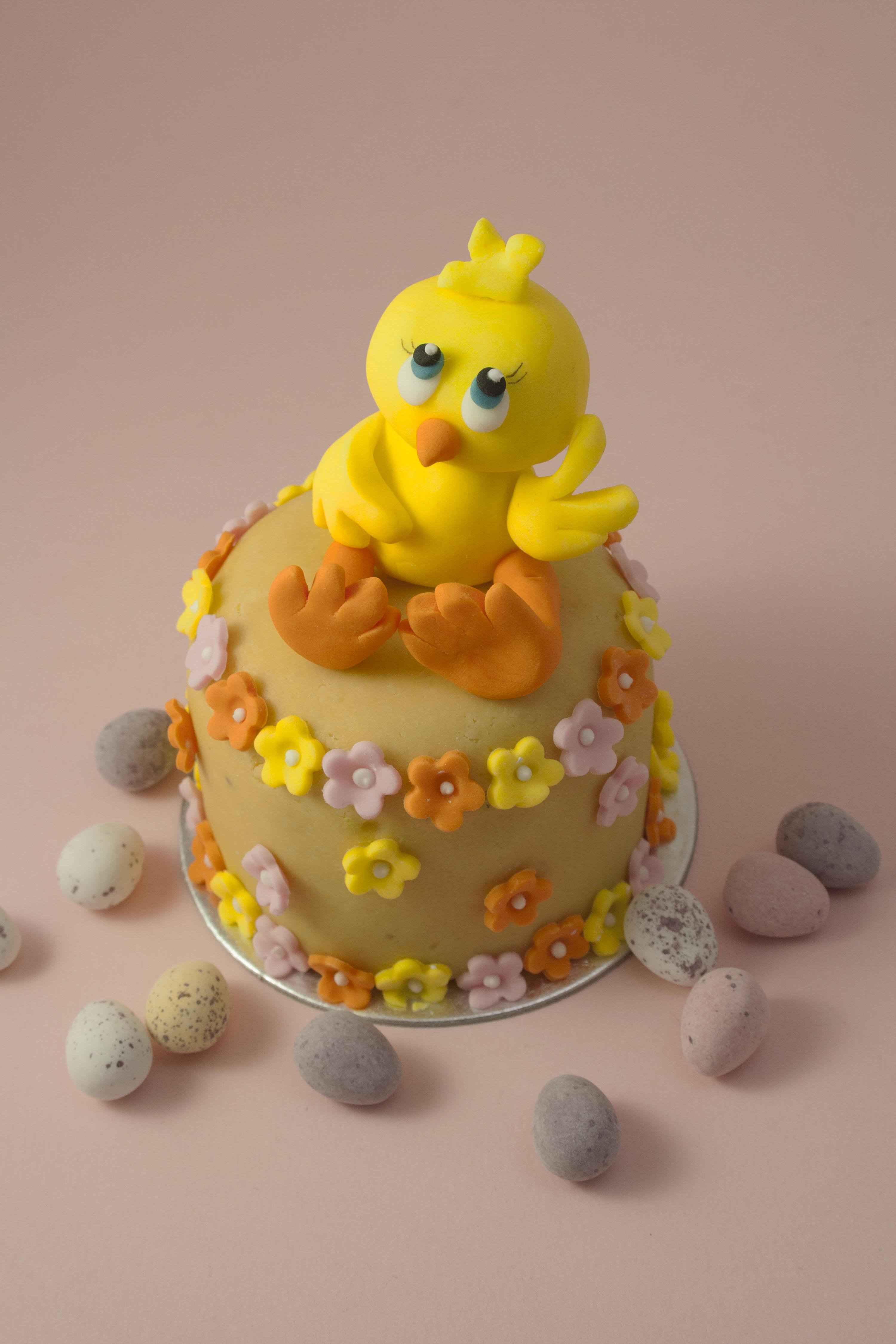 https://caroldeaconcakes.com/mini-easter-cake-class/