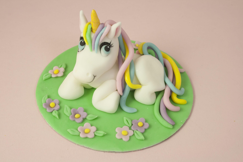 https://caroldeaconcakes.com/magical-unicorn-class/