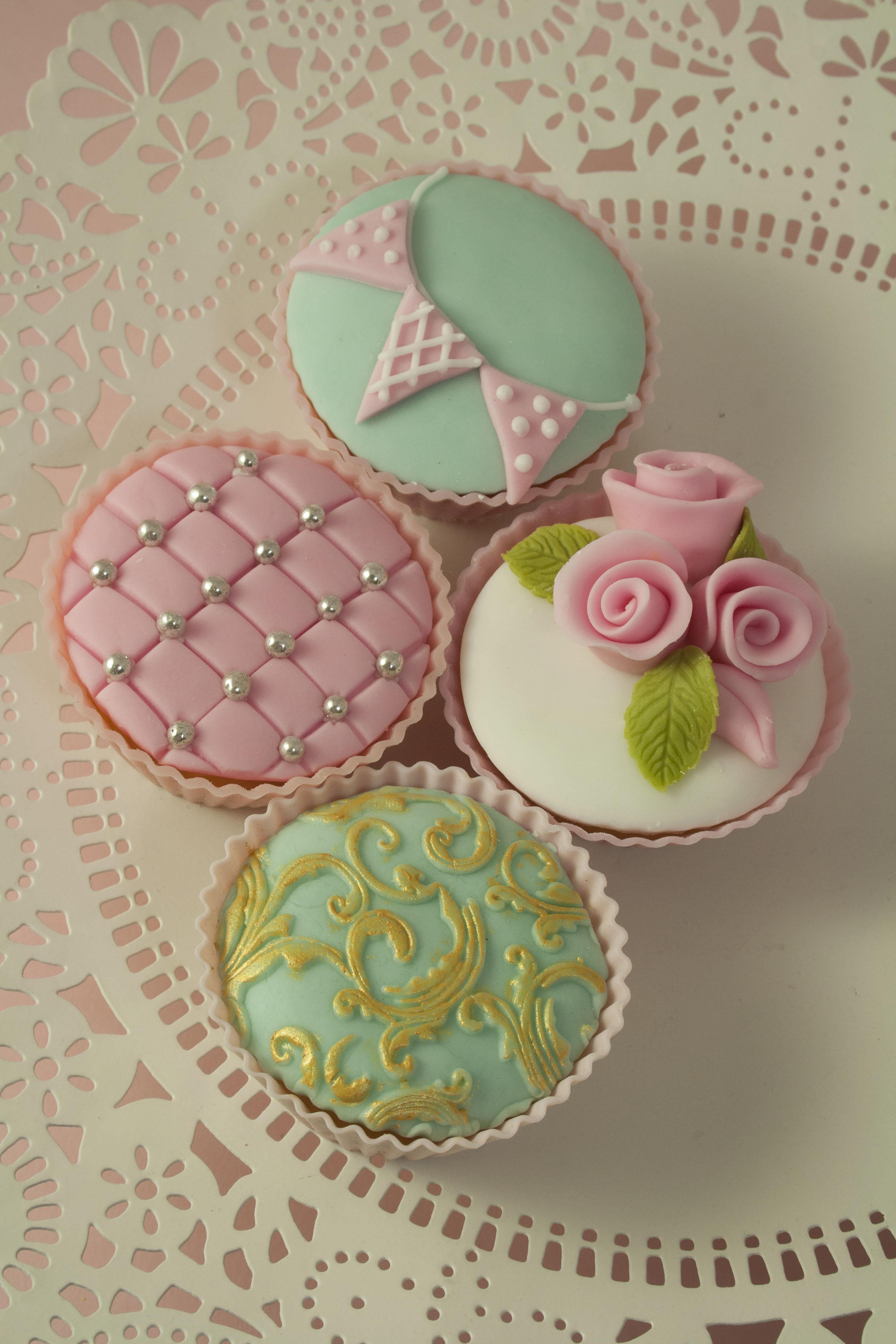 https://caroldeaconcakes.com/vintage-cupcake-class/